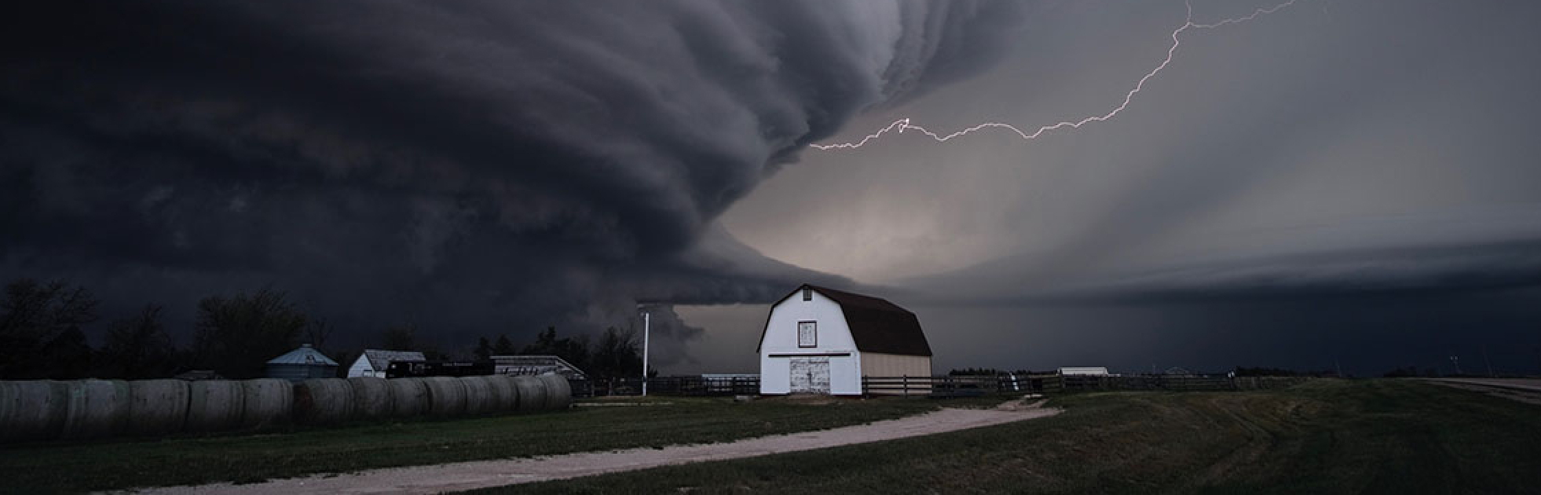 PHOTO - A supercell thunderstorm in Kansas - Mike Coniglio_NOAA NSSL